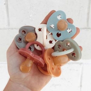 Chemical free mixed color natural rubber orthodontic pacifier for 0-3 months